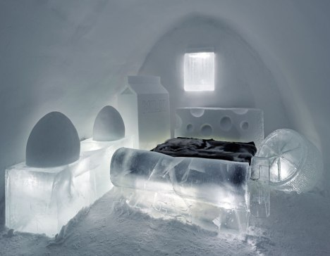 11-ice-bedroom-romania