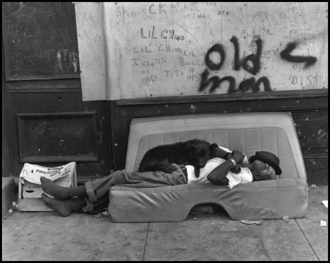 Foto Bruce Davidson  From East 100th Street New York City 1966_n