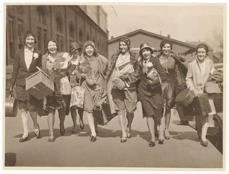 Ingenues arrive, Central Station, Sydney, c. 1920s