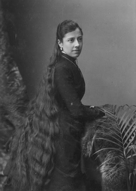 Longhair Victorian woman (10)