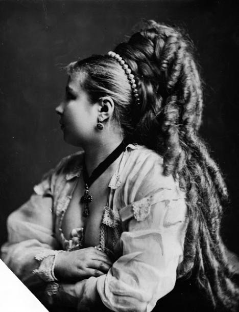 Longhair Victorian woman (3)