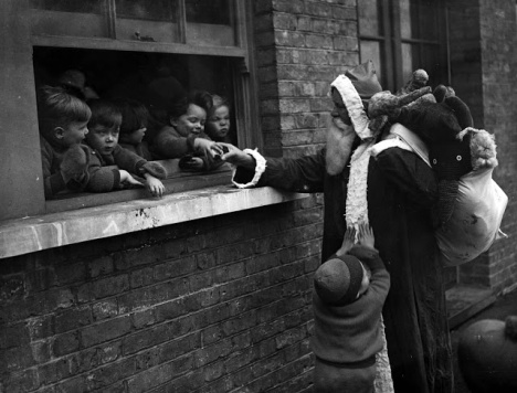 Christmas on London's Streets in the Past (10)
