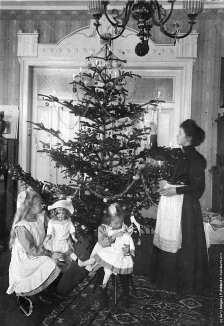 How Children Celebrated Christmas More Than 100 Years Ago (10)