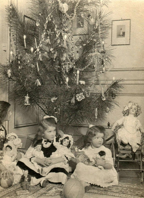 How Children Celebrated Christmas More Than 100 Years Ago (12)