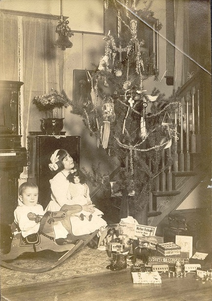 How Children Celebrated Christmas More Than 100 Years Ago (15)