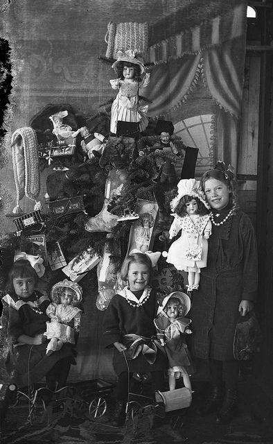 How Children Celebrated Christmas More Than 100 Years Ago (21)