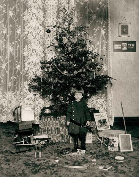 How Children Celebrated Christmas More Than 100 Years Ago (22)