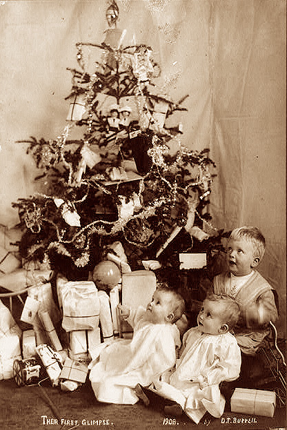 How Children Celebrated Christmas More Than 100 Years Ago (3)