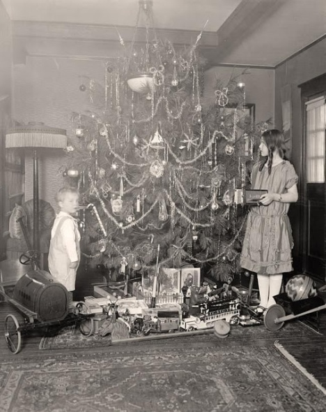 How Children Celebrated Christmas More Than 100 Years Ago (5)