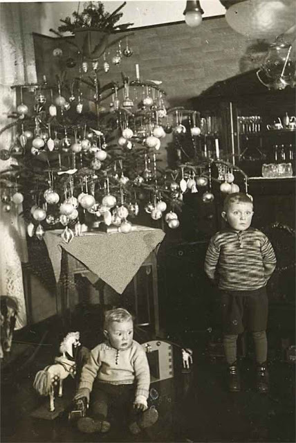 How Children Celebrated Christmas More Than 100 Years Ago (6)