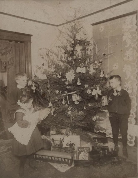 How Children Celebrated Christmas More Than 100 Years Ago (7)
