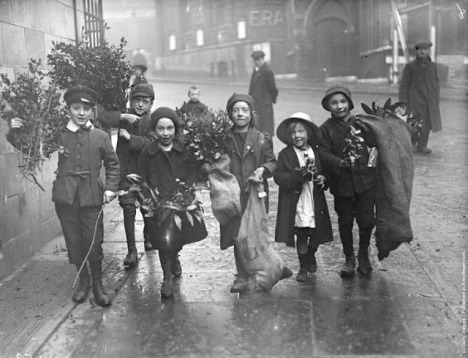 How Children Celebrated Christmas More Than 100 Years Ago (8)