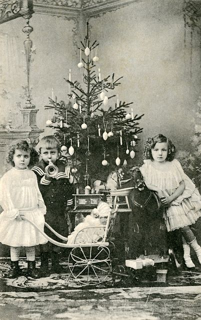 How Children Celebrated Christmas More Than 100 Years Ago (9)