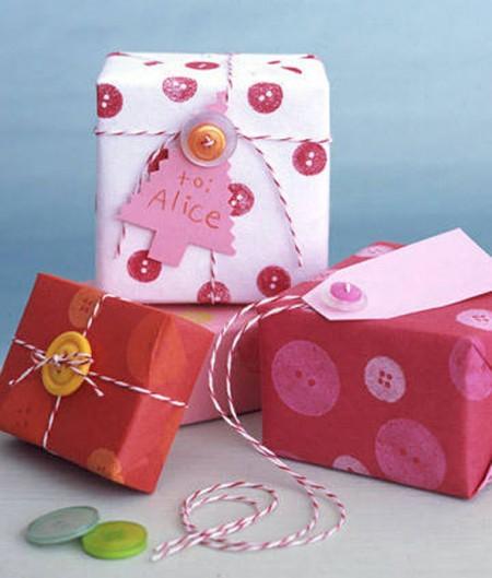 pacchetto-decorato-con-bottoni-fashionidea-it-450x529