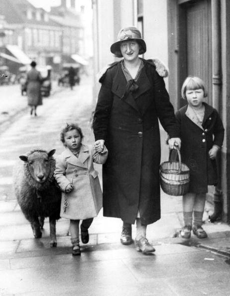 Children with Their Lovely Pets (1)