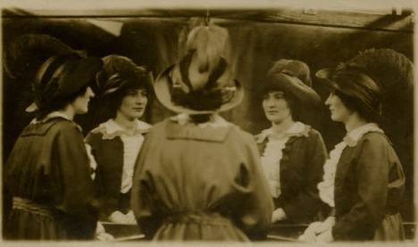 Vintage Mirror Portraits in the late 19th to early 20th Centuries (12)