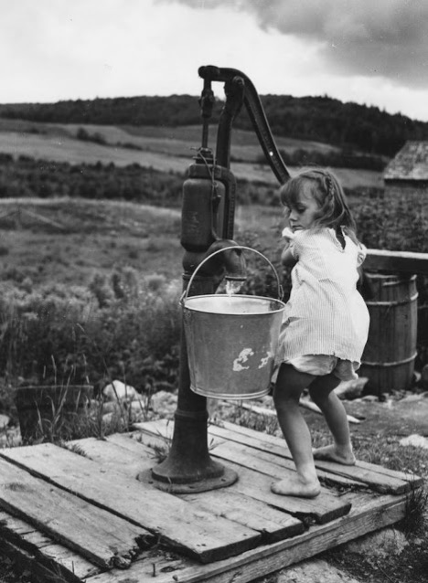 Vintage Photos of Children Working at Home (5).jpg