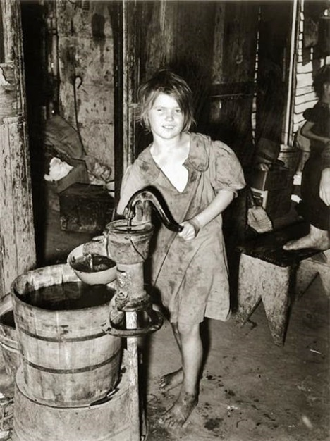 Vintage Photos of Children Working at Home (6).jpg
