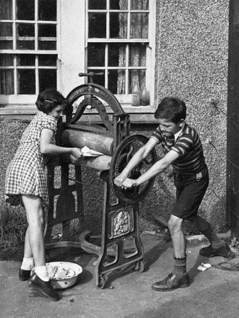 Vintage Photos of Children Working at Home (7)