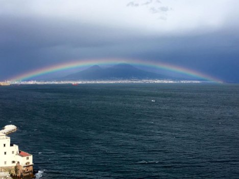 perfect-rainbow-over-mountain-in-naples1.jpg