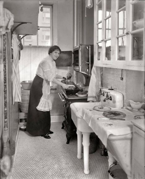 1914 kitchen.jpeg
