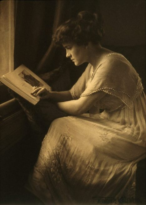 "Martine McCulloch"" by Gertrude Kasebier (1910.jpeg"