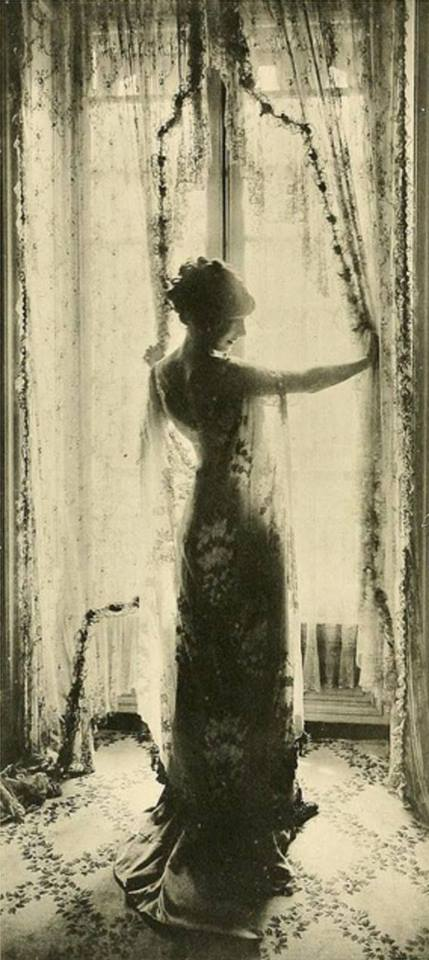 A dreamy look in to 1910, Paris.