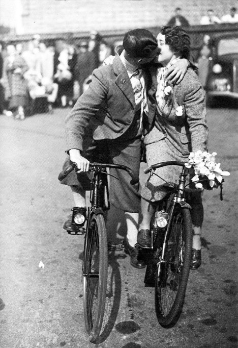 Bicycle kiss, ca. 1930s
