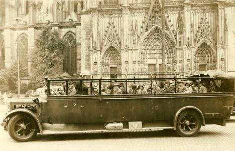 Open-top tourist bus, 1920
