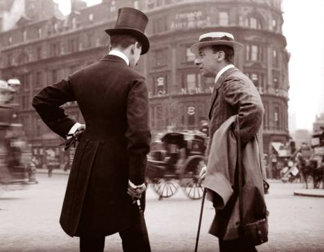 quick stop and chat. (London, 1904)