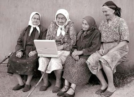 Traditional-women-with-a-computer.jpg